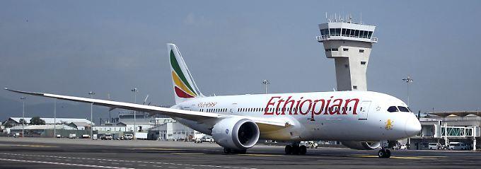 Flugzeug auf dem aktuellen Flughafen von Addis Abeba - er hat eine Kapazität von rund acht Millionen Passagieren pro Jahr.