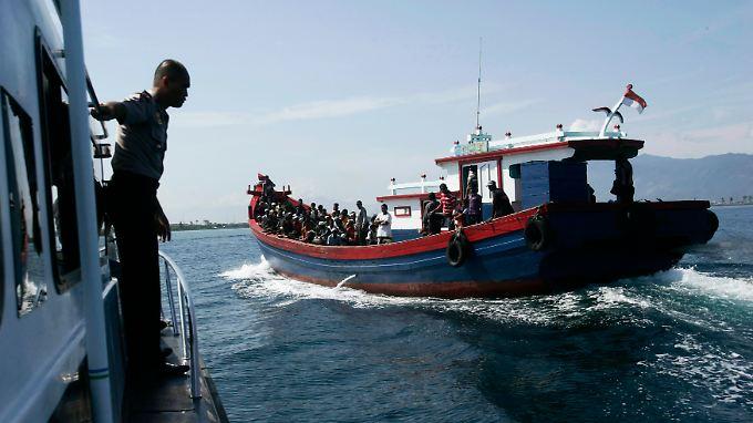 Australien lehnt Flüchtlinge, die mit dem Boot übersetzen, grundsätzlich ab.