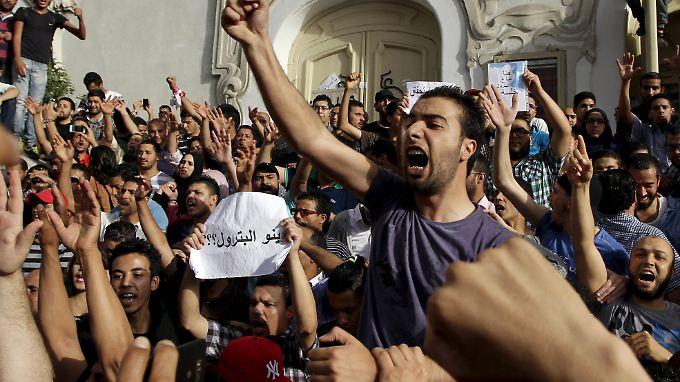 Demonstrationen gehören in Tunesien mittlerweile zum politischen Alltag. Jahrzehntelang waren sie verboten.