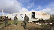 Das Flugzeug der Tristar Air steht nun in der Nähe einer Militärbasis. Es hatte Nachschub für die Mission der Afrikanischen Union in Somalia an Bord.