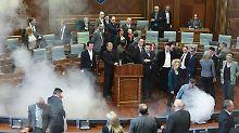 Chaos in kosovarischem Parlament: Opposition sprüht Tränengas im Plenarsaal