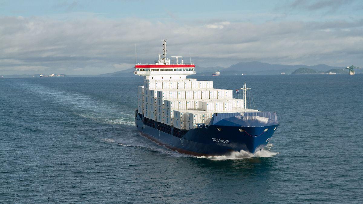 erster lng antrieb der welt containerschiff wird auf gas umger stet n. Black Bedroom Furniture Sets. Home Design Ideas