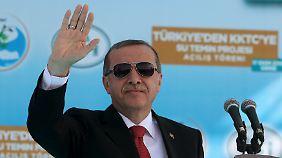 Gespräche über Flüchtlinge: Kritiker werfen Merkel Wahlkampfhilfe für Erdoğan vor