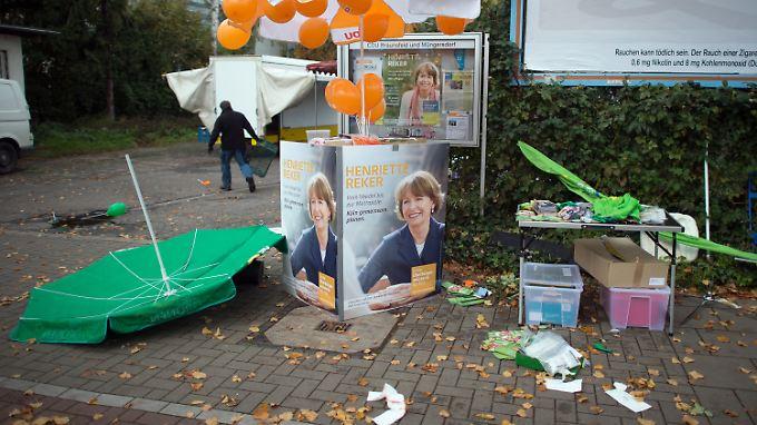 Der Tatort in Köln kurz nach dem Attentat auf die OB-Kandidatin.