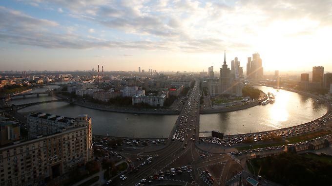 Aufs Jahr gerechnet, geht es mit der russischen Wirtschaft voraussichtlich 3,9 Prozent bergab.