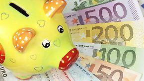 Studie zur Geldanlage: Gros parkt Geld auf Sparbuch oder Tagesgeldkonto