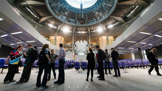 Tag der offenen Tür im Berliner Reichstagsgebäude: Über die Geschäftsführer der Fraktionen können sich Lobbyisten schnell und diskret Zugang verschaffen.