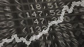 Wenn die Börse schwankt, sollten Anleger Besitzer einen Blick auf ihr Fonds-Depot werfen. Foto: Daniel Reinhardt