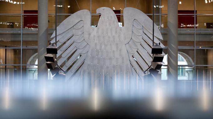 """Die Transparenzwächter finden es """"empörend, dass der Bundestag diese wichtige Information nicht von sich aus öffentlich macht""""."""