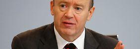 Mahnung des Deutsche-Bank-Chefs: Cryan hält Banker-Gehälter für zu hoch