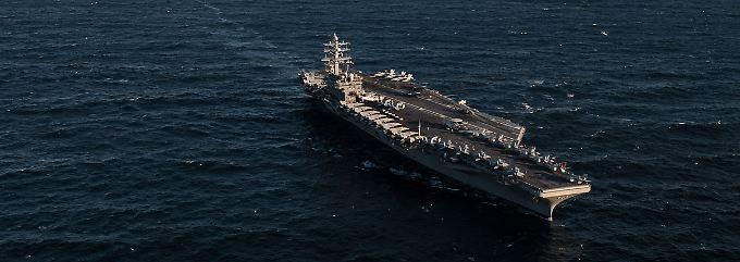 """Die """"USS Ronald Reagan"""" ist mit 333 Metern Länge, rund 40 Metern Breite, 103.000 Tonnen Gewicht und rund 5700 Mann Besatzung ein sogenannter """"Supercarrier""""."""