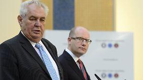 Präsident Zeman (links) und Premier Sobotka