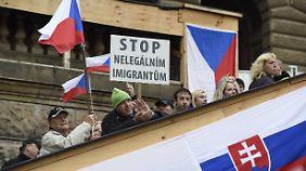 Einwanderungsgegner bei einer Demonstration in Prag