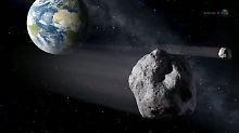Mit weit aufgerissenem Mund rast der Halloween Asteroid an der Erde vorbei.