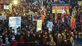 """Gewalt gegen Flüchtlinge: Experte: Pegida leistet """"rhetorische Brandstiftung"""""""