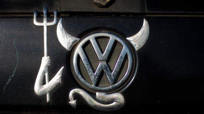 Ein VW-Logo in Teufelsoptik. Die Wolfsburger sind nicht die ersten, die es schwer erwischt. Leider wohl auch nicht die letzten.