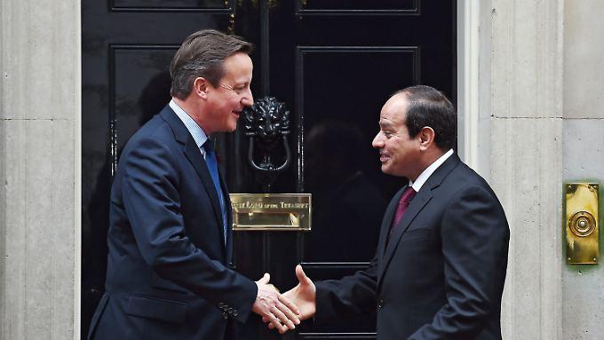 Cameron und al-Sisi vor der Downing Street 10, dem Sitze des britischen Premiers.