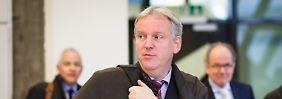 Hans-Peter Burghof wartet mit einem umfangreichen Gutachten auf.