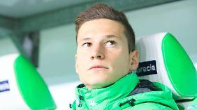 Banger Blick Richtung Schalke: Julian Draxler kehrt mit gemischten Gefühlen in die alte Heimat zurück.
