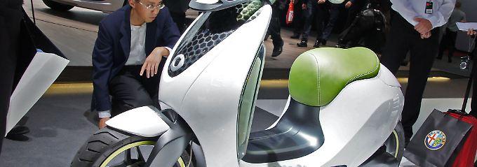 Serienfertigung offen: Smart und Mini zeigen auf dem Pariser Autosalon Roller als Teil der mobilen Zukunft.
