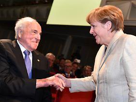 Unter Helmut Kohl war Merkel fast acht Jahre lang Ministerin.