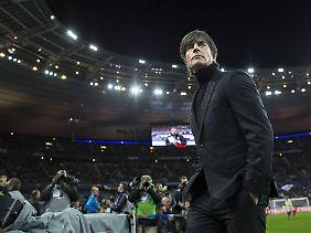 Deutschlands Nationaltrainer im Stade de France.