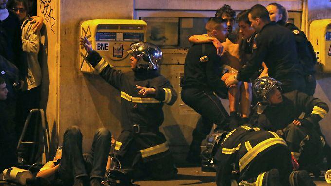 """Hollande: """"Es ist der Horror"""": Über 120 Menschen bei Anschlägen in Paris getötet"""