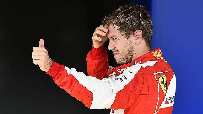 Daumen hoch für den Angriff auf Mercedes: Sebastian Vettel will mit Ferrari den WM-Titel in der Formel 1.
