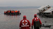 Ein Boot mit Flüchtlingen erreicht die griechische Insel Lesbos - der Pakt mit der Türkei soll diesen Flüchtlingsstrom eindämmen.