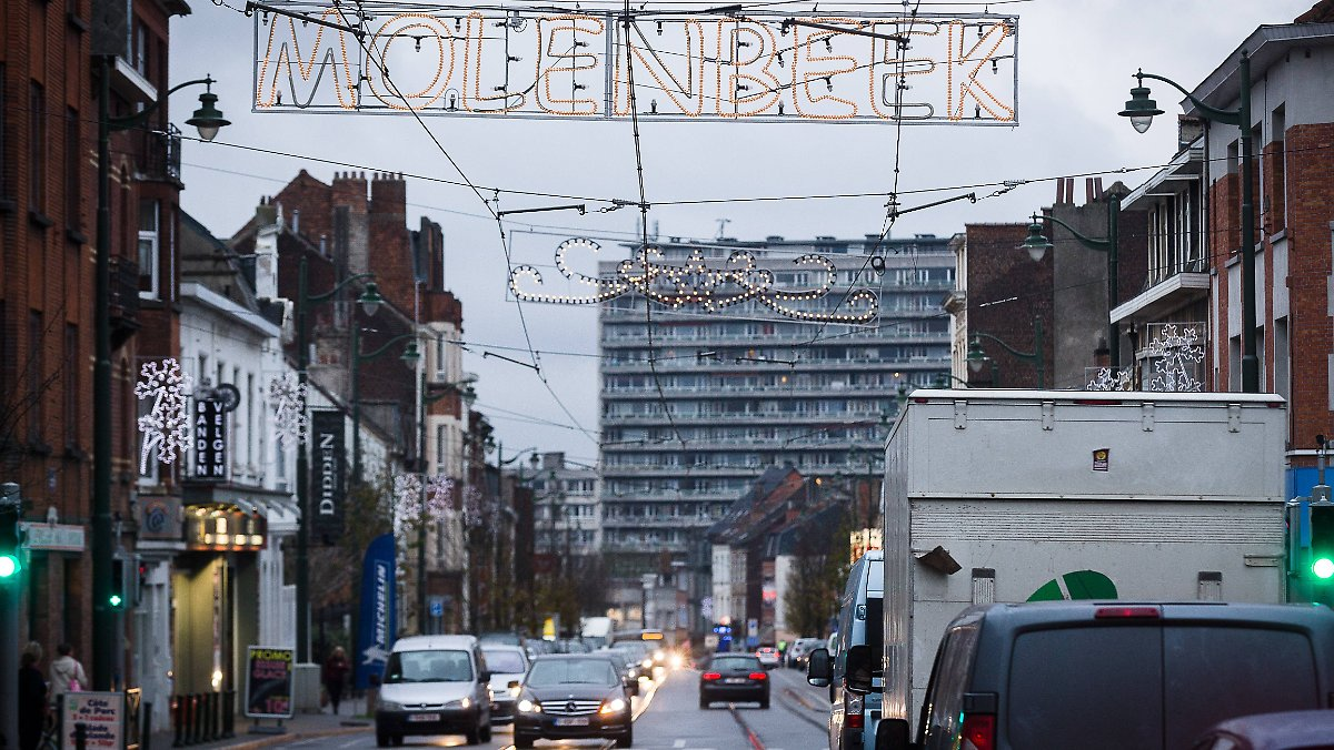 Brüsseler Polizei durchsucht sechs Häuser