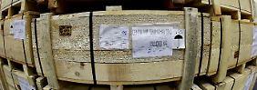 Kisten mit Antriebswellen für den Export nach China.