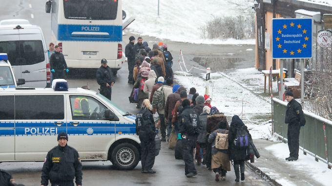 Wenn es nach dem Innenminister geht, sollen die Grenzkontrollen weiterhin bestehen bleiben.