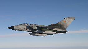 Spekulation um Tornado-Einsatz: Merkel stellt Frankreich militärische Hilfe in Aussicht