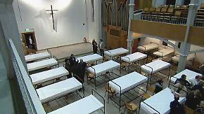 Stockbetten im Gotteshaus: Kirche wird zur Flüchtlingsunterkunft