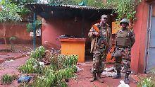 Immer wieder kommt es in Mali zu: Malische Soldaten nach einem Anschlag im August 2015.