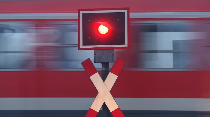 Bis 2019 stehen für das umfangreichste Sanierungsprogramm in der Bahn-Geschichte insgesamt rund 28 Milliarden Euro zur Verfügung, davon zwölf Milliarden Euro für Schienen und Weichen.
