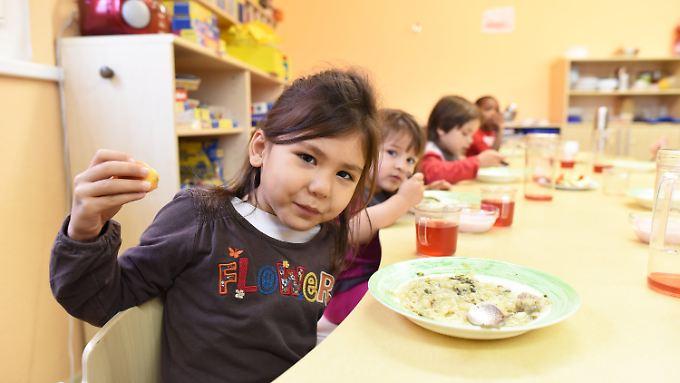 In dieser Potsdamer Kita werden auch Flüchtlingskinder betreut, so wie dieses Mädchen aus Afghanistan.