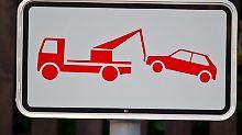 Sobald ein Abschleppwagen angefordert wurde, müssen Falschparker zahlen.