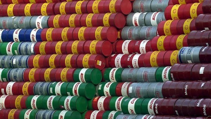 Neben dem steigenden Ölangebot steht der Preis auch noch von der Nachfrageseite unter Druck.