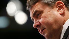 Tiefschlag bei Wiederwahl: Linker Parteiflügel hadert mit SPD-Chef Gabriel