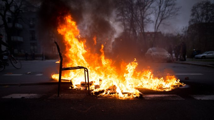 Jahrestag von Legida: Rechte Hooligans wüten in Leipzig