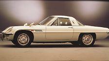 Platz 4: Mazda Cosmo Sport 110 S von 1967. Als spektakulärste Studie der Tokyo Motor Show debütierte er bereits 1964, aber für Schlagzeilen rund um den Globus sorgte er drei Jahre später: Der Cosmo Sport 110 S ging am 30. Mai 1967 als einer der ersten japanischen Supersportwagen an den Start – und als weltweit erstes Serienfahrzeug mit Zweischeiben-Wankelmotor.