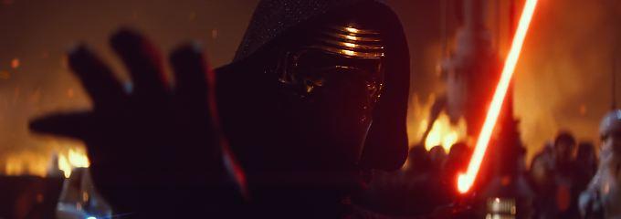 """Kylo Ren freut sich sicher auch: """"Star Wars: Das Erwachen der Macht"""" peilt die Weltherrschaft an."""