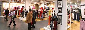 Nach Gewinneinbruch bei Prada: Aktien im Modesektor geraten unter Druck