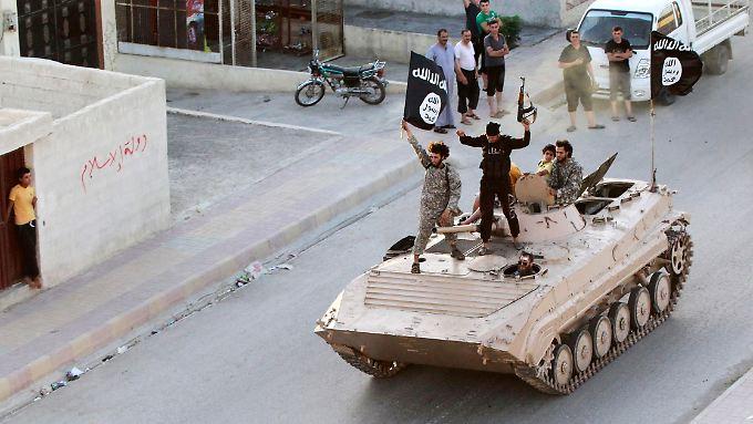 In der IS-Hochburg im syrischen Rakka sollen die Dschihadisten Passbehörden kontrollieren.