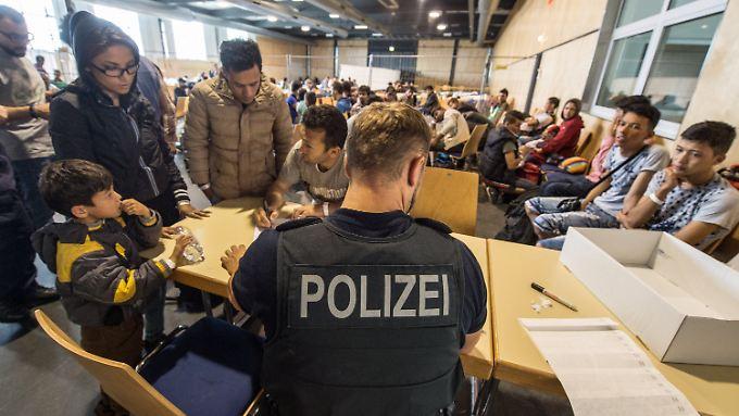 Die Bundespolizei notiert weniger Grenzübertritte von Flüchtlingen in Bayern.
