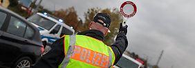 Übertreibt Innenminister Erfolge?: Polizei weist nur 150 Flüchtlinge am Tag ab