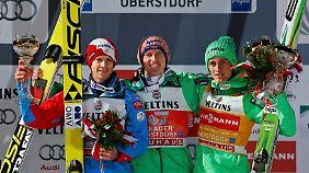 Freund siegte vor Michael Hayböck und Weltcup-Spitzenreiter Peter Prevc (r.).