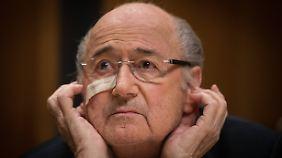 Zuletzt sah man Joseph Blatter mit einem Pflaster im Gesicht. Es stammt von einem operativen Eingriff.