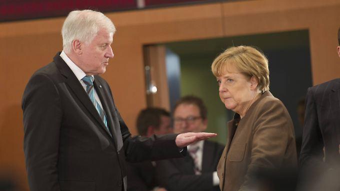 Bis Ende 2015 wollte Seehofer Merkel Zeit geben, die Zahl der Flüchtlinge zu reduzieren. Mit Ablauf des Jahres ist die Schonfrist abgelaufen.